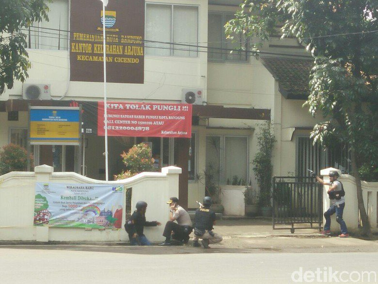 印尼万隆政府大楼发生爆炸 警方与袭击者交火