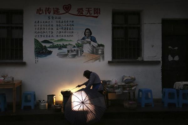 早餐奶奶(部分) 衢州日报 鲍卫东 摄