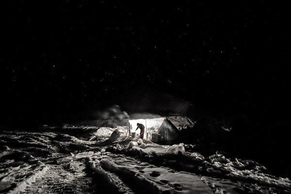 乌依塔格冬季物探施工(部分) 塔里木石油报 吕殿杰 摄