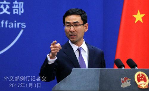 在1月3日的外交部例行记者会上,外交部发言人耿爽说,关于新加坡被扣装甲车的问题,香港特区政府正在按照有关的法律法规处理此事。图片来源:外交部网站