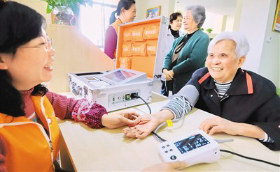 今年福建将支持建设100个社区老年人日间照料中心。 新华社记者 林善传摄