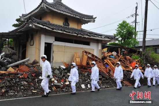 资料图:2016年4月24日拍摄的日本熊本地震震中灾区益城町一带建筑损毁严重。 中新社记者 王健 摄