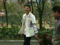 《搜狐视频综艺饭片花》鹿晗牵猩猩录制跑男 录制现场满地鸡毛引争议