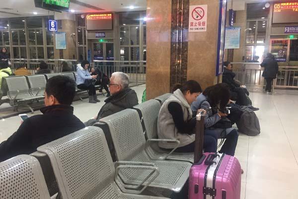 上海室内全面禁烟落地首日:三个区七例罚款