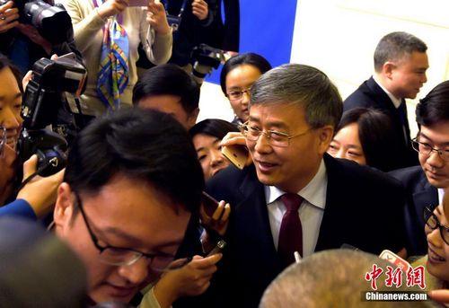 3月2日,国务院新闻办公室在北京举行新闻发布会,中国银行业监督管理委员会主席郭树清介绍银行业支持供给侧结构性改革有关情况,并答记者问。中新社记者 张勤 摄