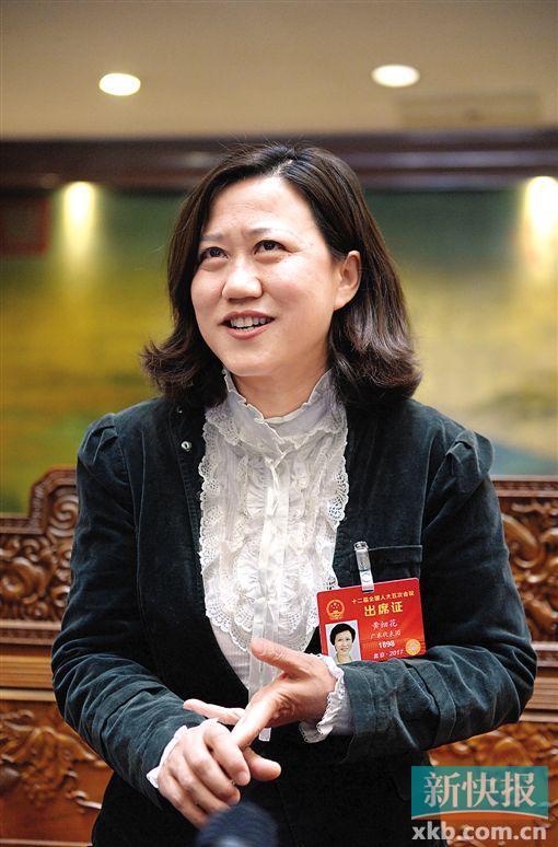 全国人大代表黄细花在接受记者采访。新快报特派北京记者孙毅/摄