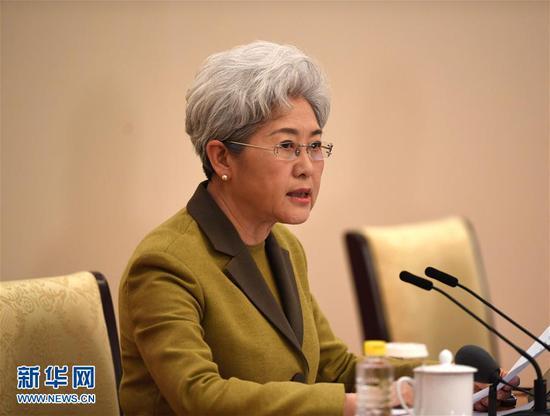 3月4日,十二届全国人大五次会议在北京人民大会堂举行新闻发布会。大会发言人傅莹就大会议程和人大工作相关的问题回答中外记者的提问。新华社记者 陈晔华 摄