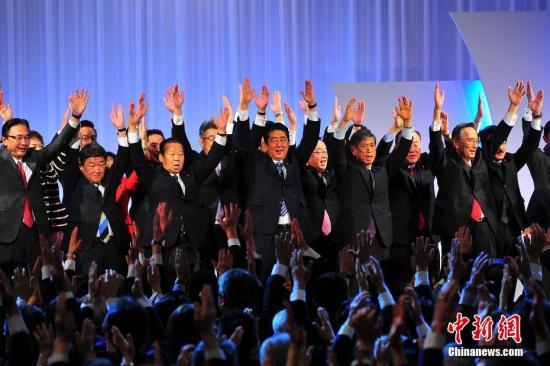 日本自民党第84届大会3月5日在东京举行,正式决定延长总裁任期。 中新社记者 王健 摄