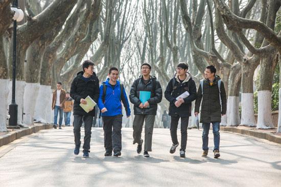 从左向右顺次是:许杨、张振、蒋之添、张泽民、沈伟。孟凯 图