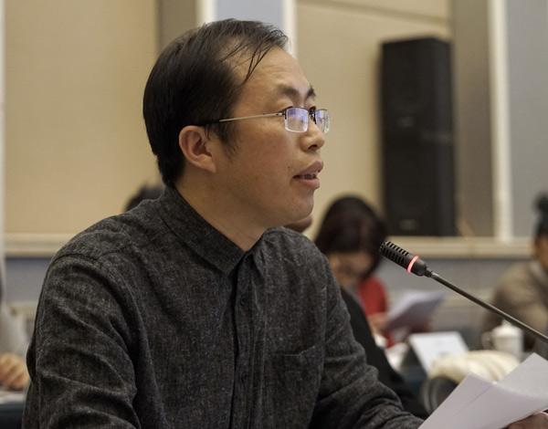 中国文化书院院长助理、人居文化委员会常务副主任江力主持研讨会