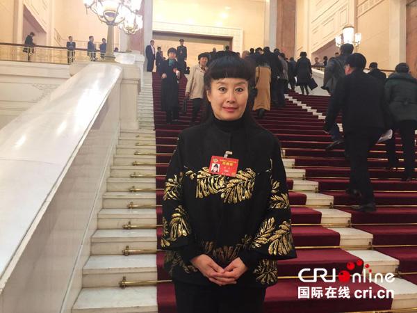 政协委员、北京外国语大学艺术研究院院长、京剧表演艺术家孙萍