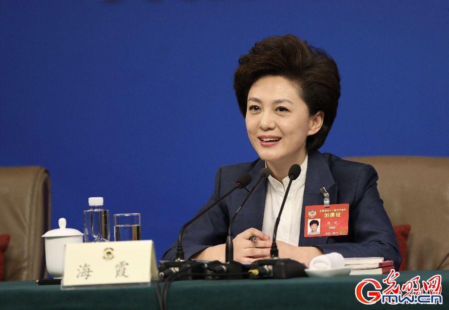 政协委员谈坚定文化自信讲好中国故事(组图)
