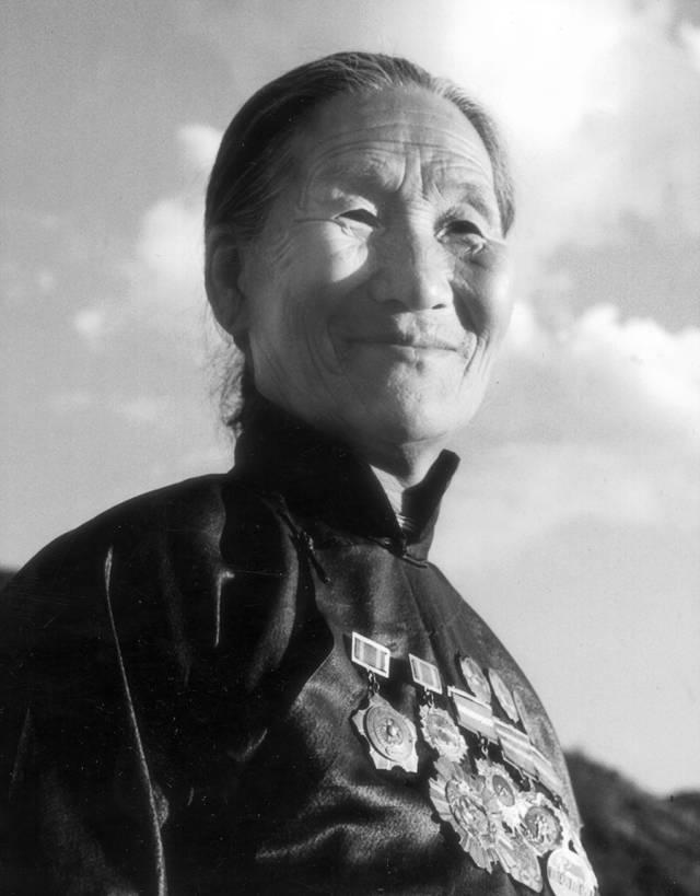 """13次得到毛泽东接见 """"子弟兵的母亲""""戎冠秀的不凡人生-中青在线"""