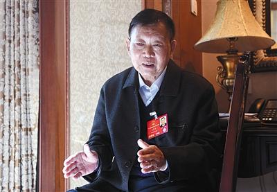 全国人大代表、中国中铁股份有限公司副总工程师王梦恕在接受采访时表示,高铁票价早晚要涨,具体怎么个涨法,需要多方研究再决定。图/视觉中国