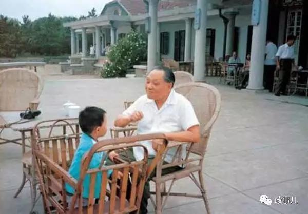 1992年,邓小平南巡时也带着年仅7岁的邓卓棣,他可能是那个历史性时刻最低龄的见证者。