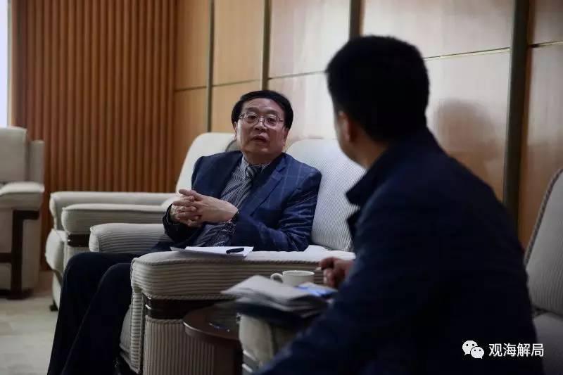 (程国平接受记者采访)