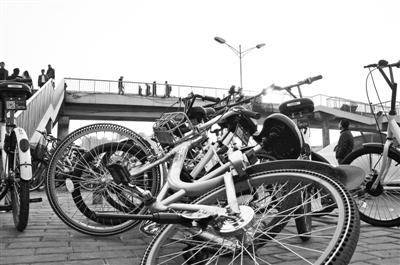 共享单车的违停问题,还严重影响到市政管理 供图/视觉中国