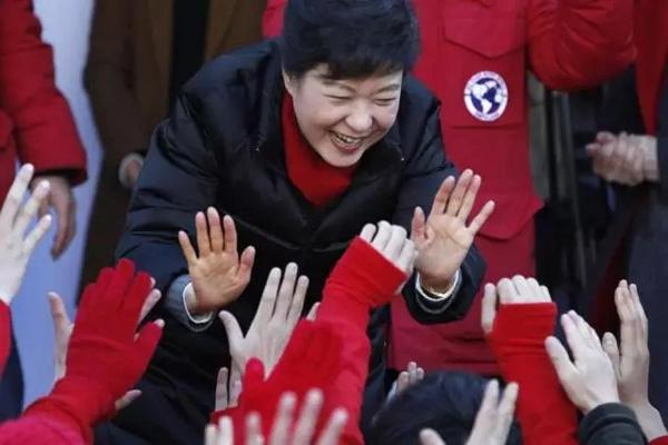 2012年12月18日,韩国新世界党总统候选人朴槿惠进行拉票活动。
