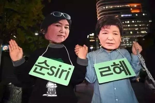 """2016年10月,朴槿惠身陷""""闺蜜门""""。"""