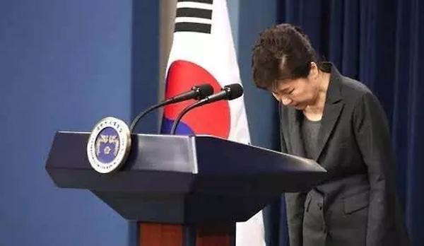 事件发生后,朴槿惠被迫发表多次国民电视演说致歉。