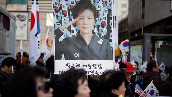 首尔冲突致2人死亡谁为朴槿惠而死?