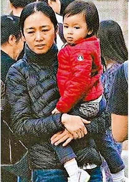 刘德华老婆朱丽倩与女儿