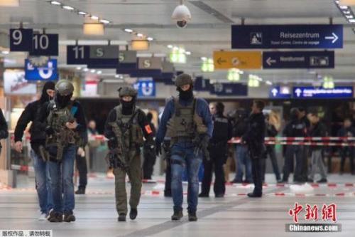 警方透露,涉案人现年36岁,来自前南斯拉夫,目前居住在北威州的伍珀塔尔市(Wuppertal)。
