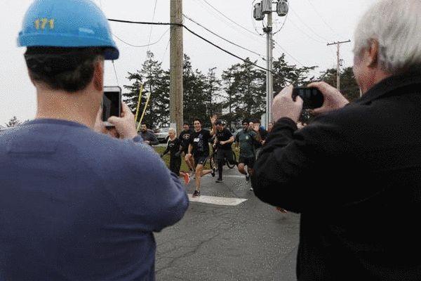 加拿大帅哥总理公干之余又跑步5分钟跑23公里