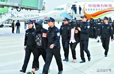 去年1月,300名涉嫌电信网络诈骗的嫌疑人从境外被押解回国。 资料图片