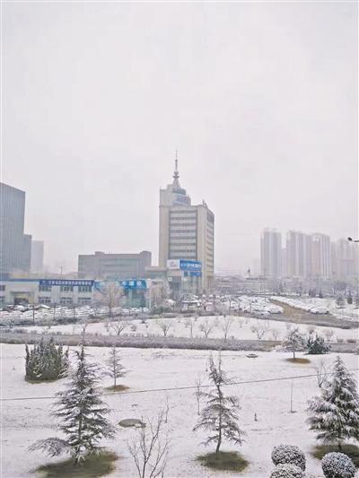 初春时节,甘肃省迎来鹅毛大雪,局部地方出现近30年来最大降雪过程。目前,甘肃省气象局已启动暴雪重大气象保障四级应急响应。