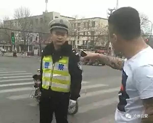 河北沧州女子无故寻衅羞辱执勤交警,在一宾馆内被捕获