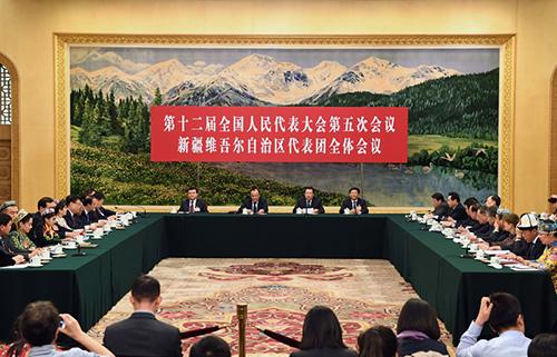 12日,十二届全国人大五次会议新疆代表团全体会议向媒体开放(图:新华社)