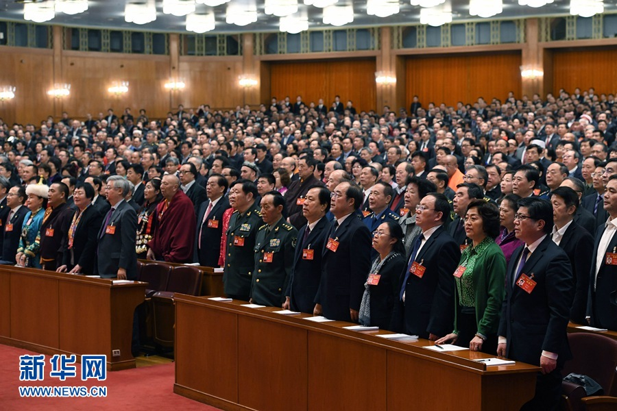 http://www.sinaimg.cn/dy/slidenews/1_t160/http://www.sinaimg.cn/dy/slidenews/1_t50/3月13日,全国政协十二届五次会议在北京人民大会堂举行闭幕会。这是委员们高唱国歌。 新华社