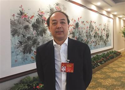 周洪宇,全国人大代表、湖北省人大常委会副主任、国家基础教育课程教材专家咨询委员会委员。