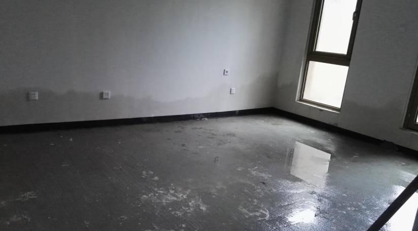 大雨之后的地下室