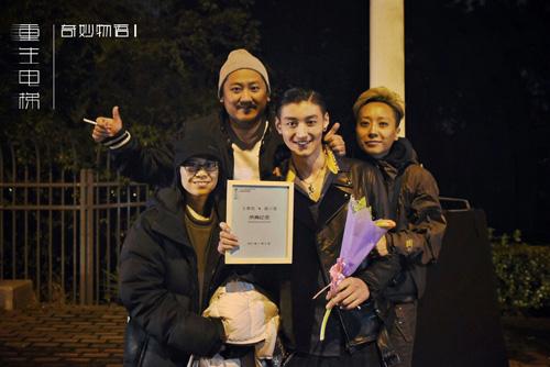 """""""校霸薛小猫""""王宥钧杀青"""