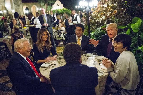 特朗普与安倍在马阿拉歌共进晚餐