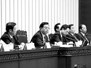 3月14日上午,十二届全国人大五次会议主席团在北京人民大会堂举行第三次会议。主席团常务主席张德江主持会议。新华社发