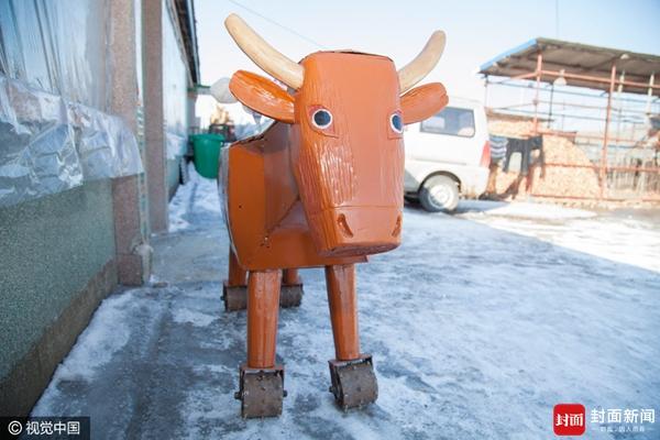 """""""流马""""高1.4米、身长2米,能拉车;大""""木牛""""高1.2米、身长2.16米特别能""""干活"""",不仅能拉装载300多斤重物的大轱辘车,牛肚子里还能装进200多斤的粮食,后背上还能骑上一人,不拉重物可载重5人。随后还研制了两辆花轱辘大铁车、三辆与实际自行车1:1的高仿真木制自行车。"""