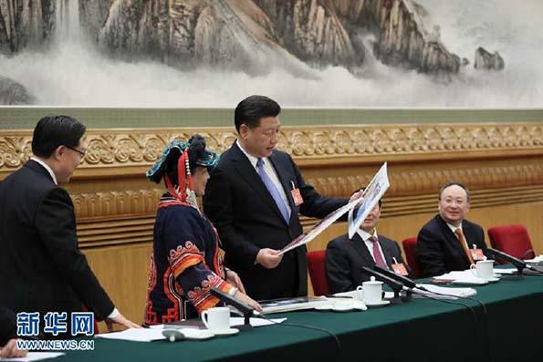 习近平参加四川代表团审议。新华社记者 兰红光 摄