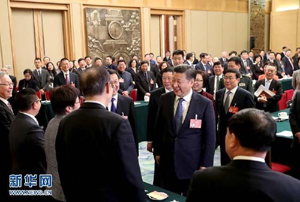 习近平参加上海代表团审议。新华社记者 王晔 摄