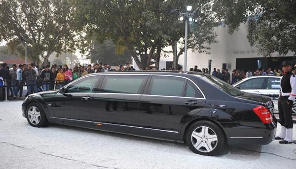这辆奔驰S600轿车就是萨勒曼的行李之一