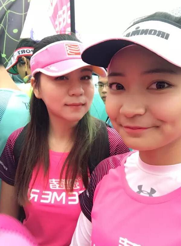 丁雅莹(右)