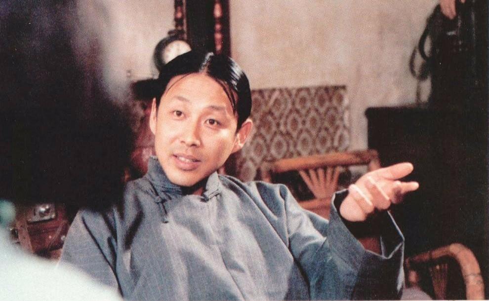 《围城》(1990)剧照,陈道明饰演方鸿渐。