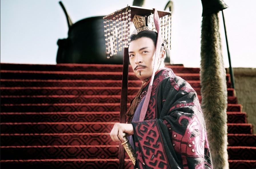 《崛起》中的主角秦惠文王嬴驷(秦始皇的高祖),富大龙饰。
