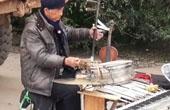 七旬大爷同时奏9种乐器
