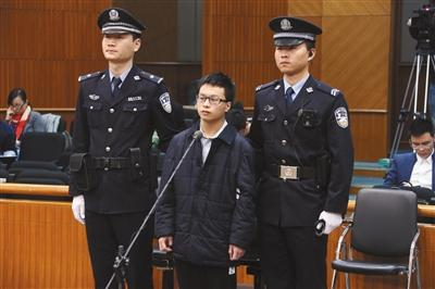昨日,胡某因涉嫌盗窃在北京市第一中级人民法院接受审理。通讯员 李佳 摄