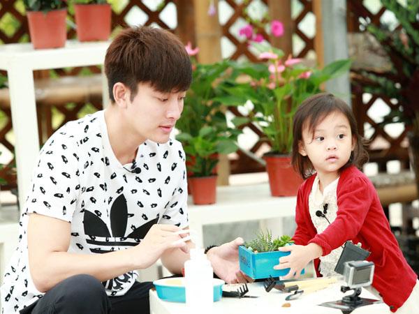 贾乃亮与女儿甜馨