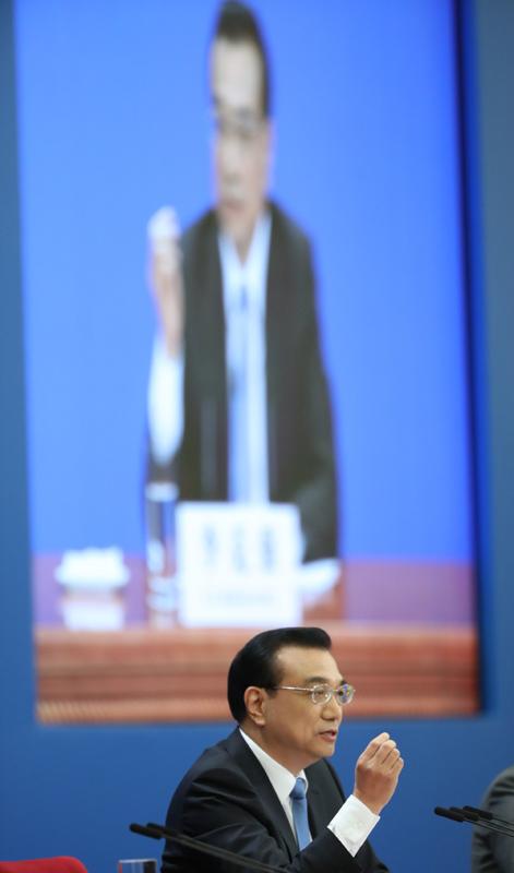 图为3月15日,国务院总理李克强在北京人民大会堂与中外记者见面,并回答记者提问。新华社 王晔 摄