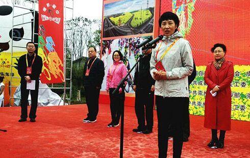 国家体育总局自行车击剑运动管理中心自行车部部长韩继玲宣布比赛开始